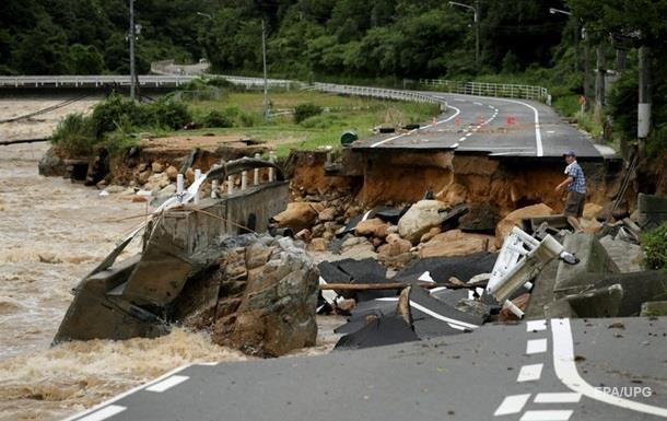 В Японії зростає кількість жертв потужних злив