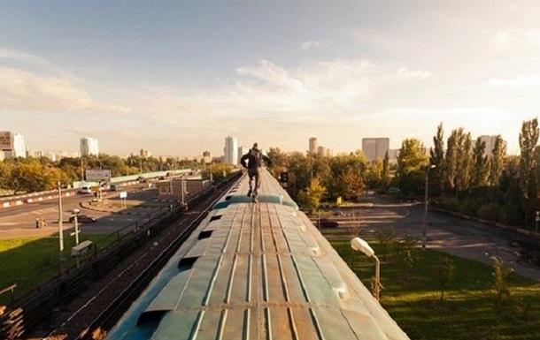 У Львівській області хлопець помер на даху поїзда