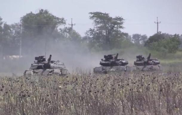 Экипажи танков и БМП провели стрельбы на Донбассе