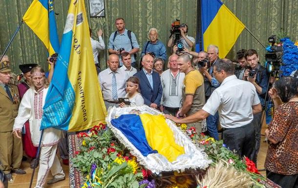 Українці попрощалися з Левком Лук яненком