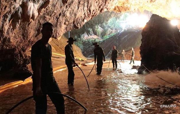 Всіх дітей врятували з печер в Таїланді. Головне