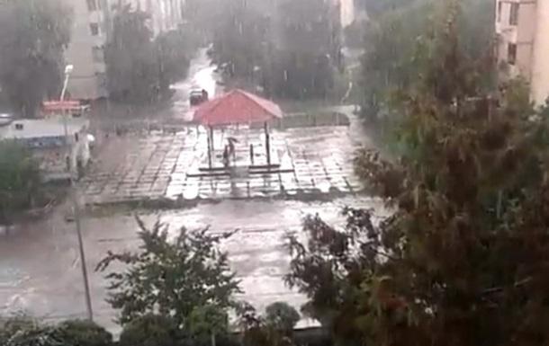 На Київ обрушилася злива