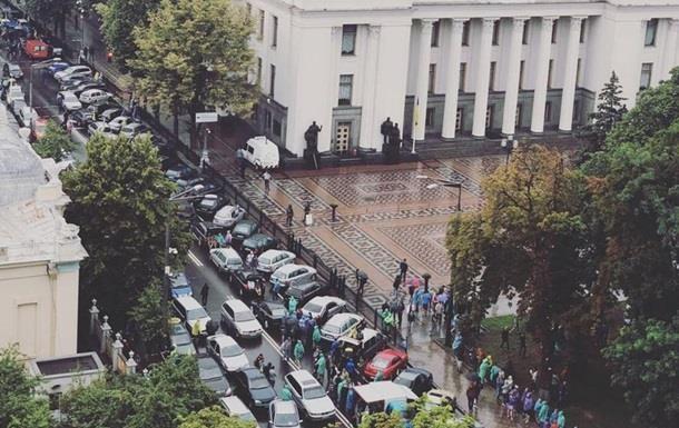Центр Киева стоит в заторах