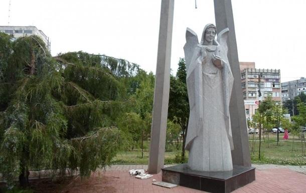 В Николаеве повредили памятник Скорбящий ангел Чернобыля