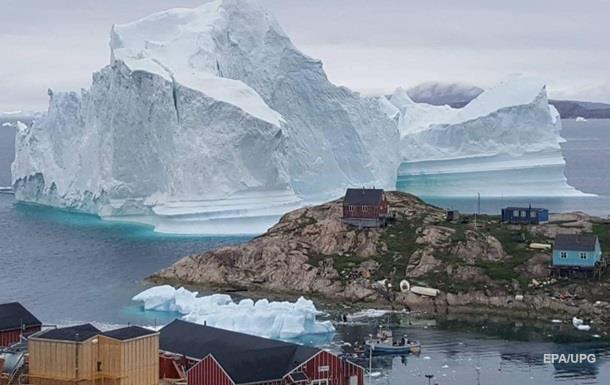 В Гренландии эвакуировали поселок из-за айсберга