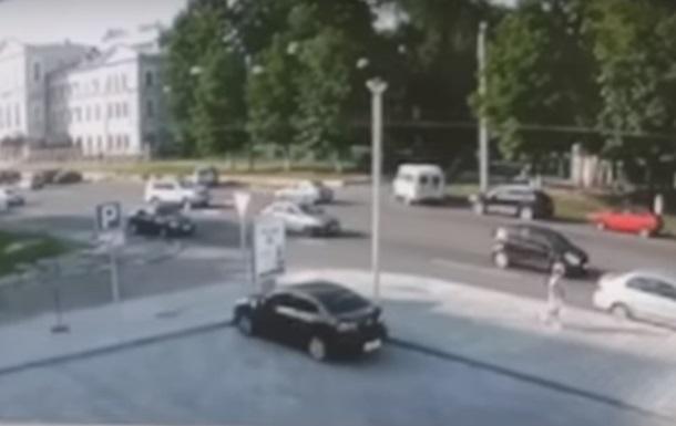 Загибель мотогонщика в Харкові: камери зняли момент зіткнення