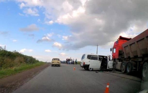 В Івано-Франківській області зіткнулися фура і мікроавтобус