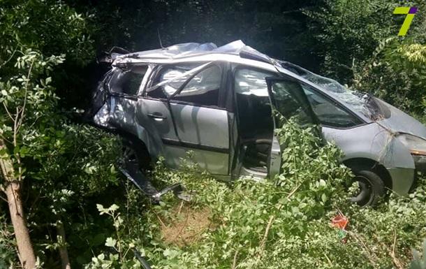 Під Одесою вантажівка врізалася в авто: загинула дитина