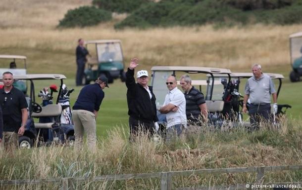 Шотландці не давали Трампу спокою навіть на полі для гольфа
