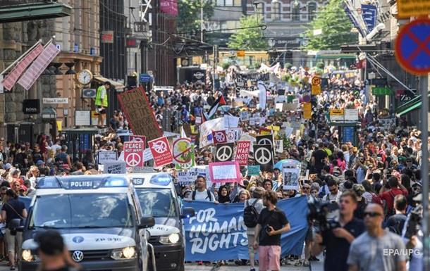Встреча Трампа и Путина: в Хельсинки протесты