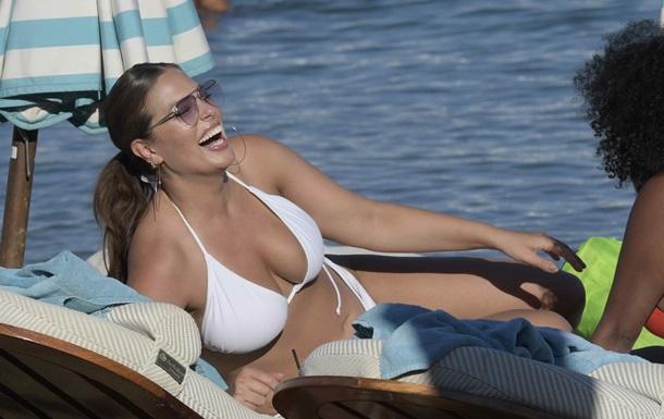 Модель plus size заметили на пляже в Майами