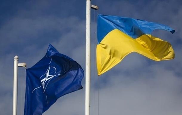 """Путин угрожает """"крайне негативной"""" реакцией в случае вступления Украины в НАТО"""