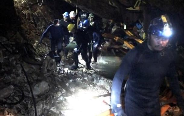 У Таїланді закрили для відвідування печеру, з якої врятували дітей