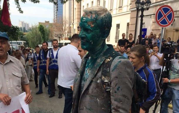 В Киеве облили зеленкой активиста Шабунина