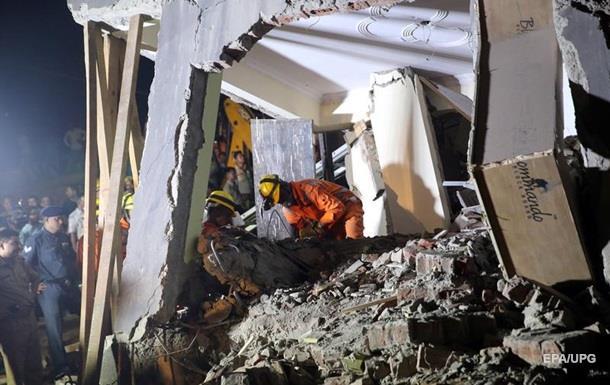 В Індії завалився багатоповерховий будинок: під завалами десятки людей