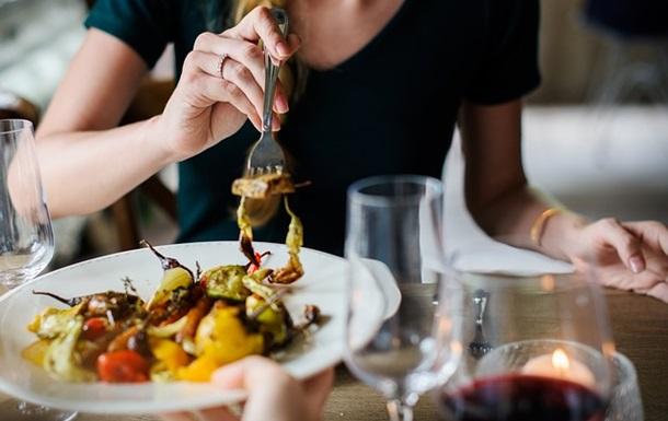 Пізня вечеря підвищує ризик розвитку раку