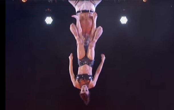 Американське шоу показало відео падіння акробатки під час номера
