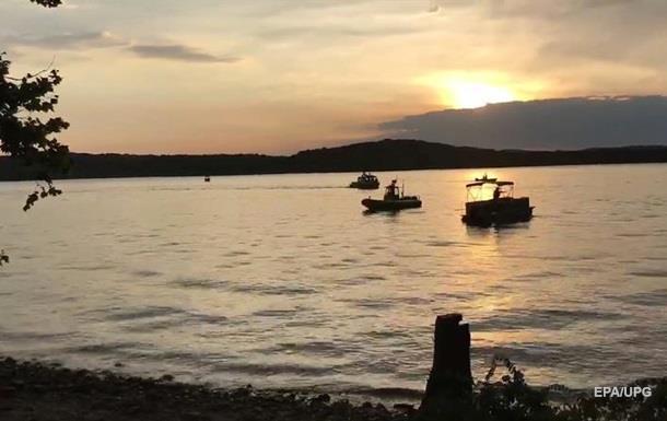 У США 11 осіб загинули через перекидання човна на озері