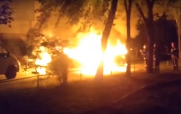 В Киеве взорвались два автомобиля