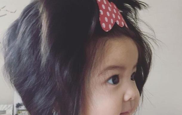 Маленька дівчинка підкорила Мережу довгим волоссям