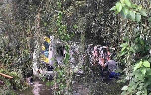 Под Киевом авто полиции упало в реку во время погони - СМИ