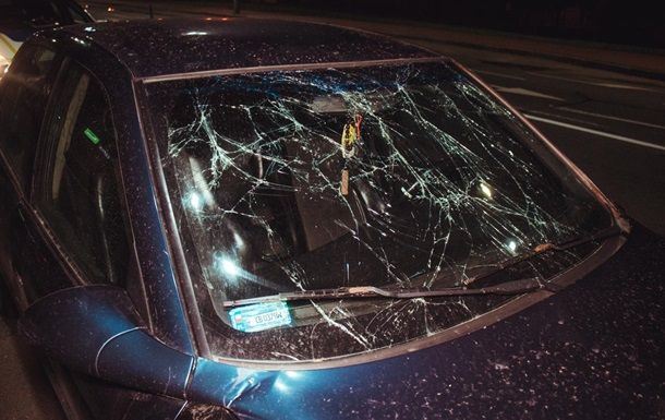 В Киеве пьяные пассажиры авто подрались с полицией