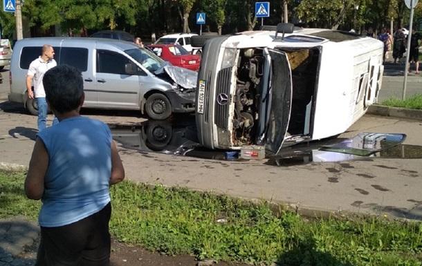 У Донецьку перекинувся автобус, 10 постраждалих