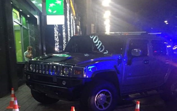 У Києві водій Hummer на смерть збив дівчинку