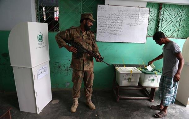 У Пакистані смертник атакував виборчу дільницю: понад 30 жертв