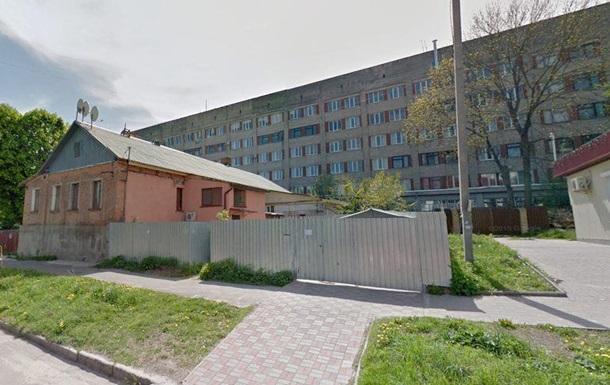 У Житомирі чоловік вистрибнув з вікна лікарні і загинув