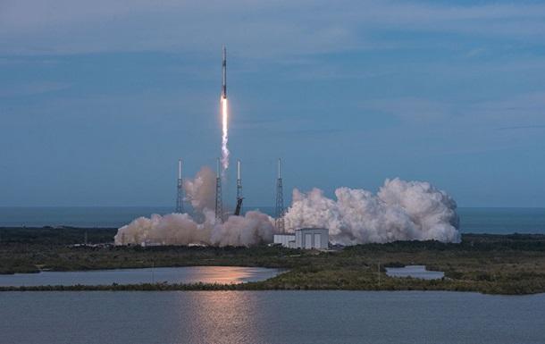 SpaceX запустив Falcon 9 з десятьма супутниками