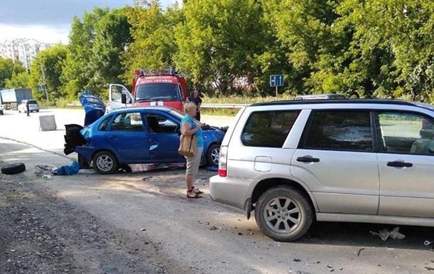 В Тернополе произошло тройное ДТП, есть пострадавшие