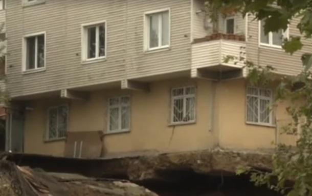 У Стамбулі завалився житловий будинок