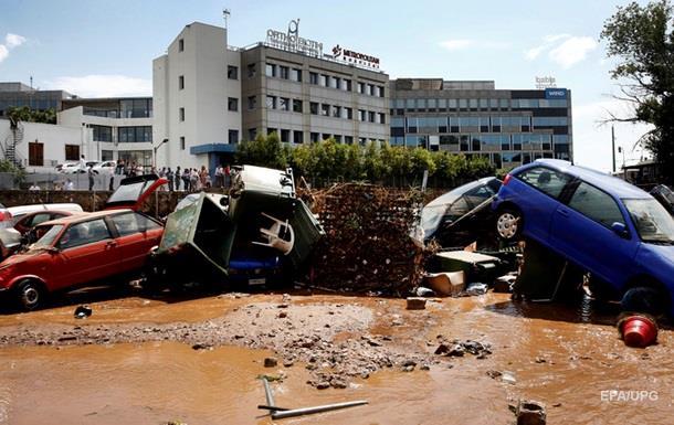 На Афины обрушились мощные ливни: затоплены дороги и авто