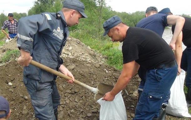 В Івано-Франківську дощі пошкодили дамбу, можуть бути підтоплені будинки