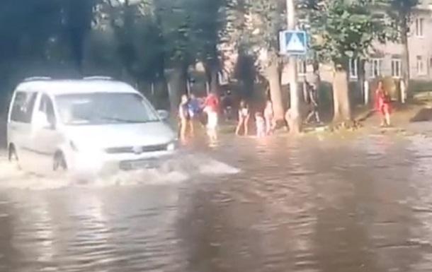 В Ровно ливень подтопил несколько улиц
