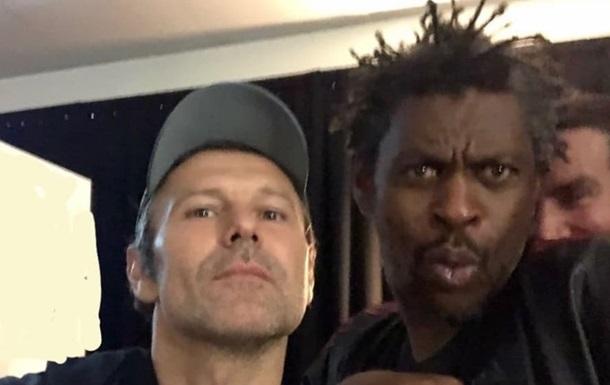 Вакарчук показал фото с группой Massive Attack в Киеве