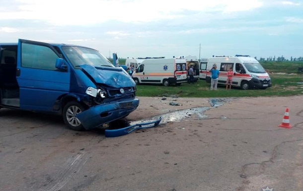 В Херсонской области в ДТП пострадали восемь человек