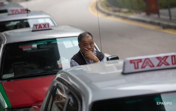 Турист помилково заплатив за таксі сто разів