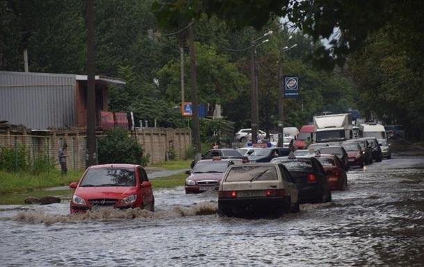 Миколаїв накрила потужна злива