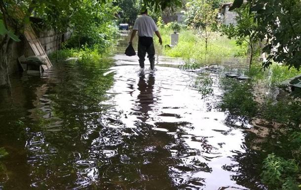 У Дніпрі затопило дорогу водою з метрополітену