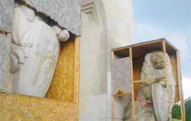 Во Львове повредили ограждение Мемориала орлят