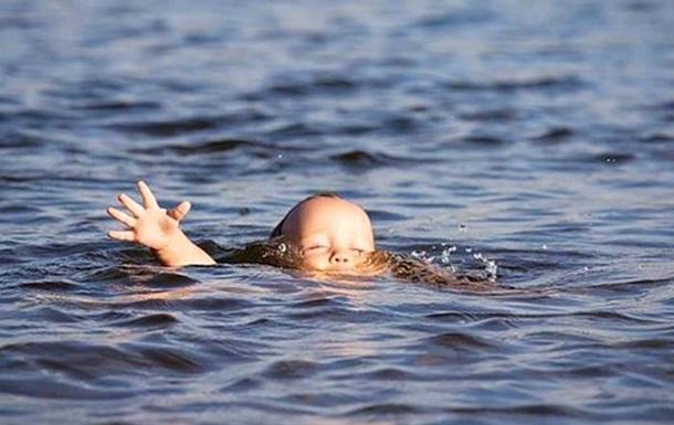 На Закарпатті в річці Тиса шукають двох дітей