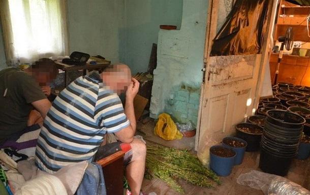 СБУ задержала группу наркоторговцев с оружием