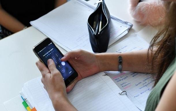 Французькі законодавці заборонили смартфони в школах