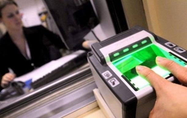 Канада ввела біометричний контроль для українців