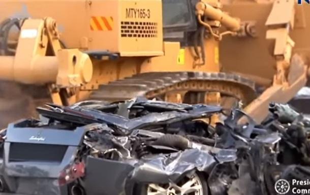Знищення спорткарів чиновників зняли на відео