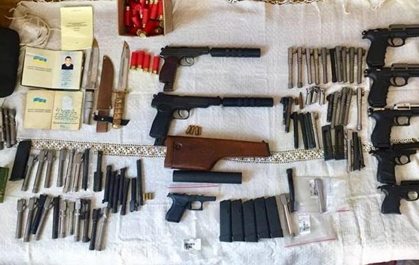 Поліція затримала постачальників і торговців зброєю