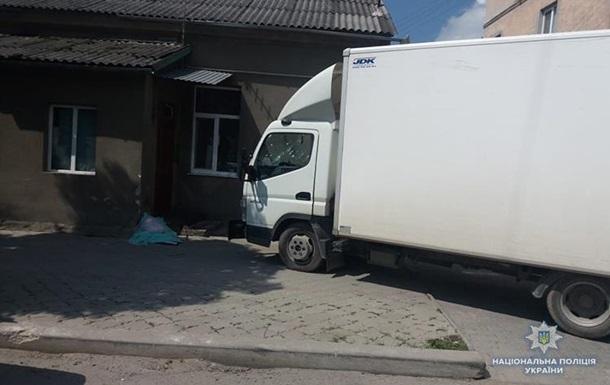 В Тернопольской области грузовик выехал на тротуар и задавил ребенка