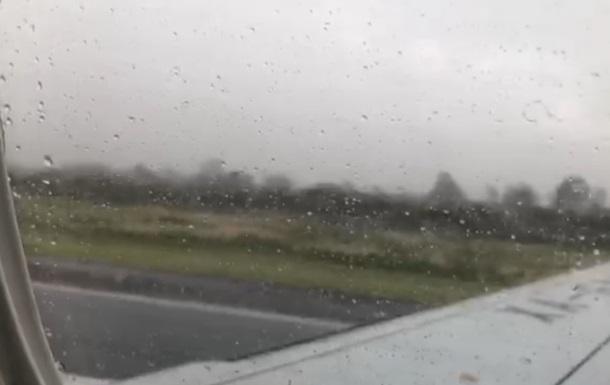 Пасажир зняв на відео момент падіння літака